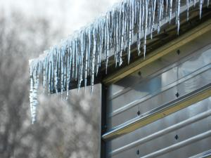 icicles-on-roof-murfreesboro-tn-fessler-home-improvement